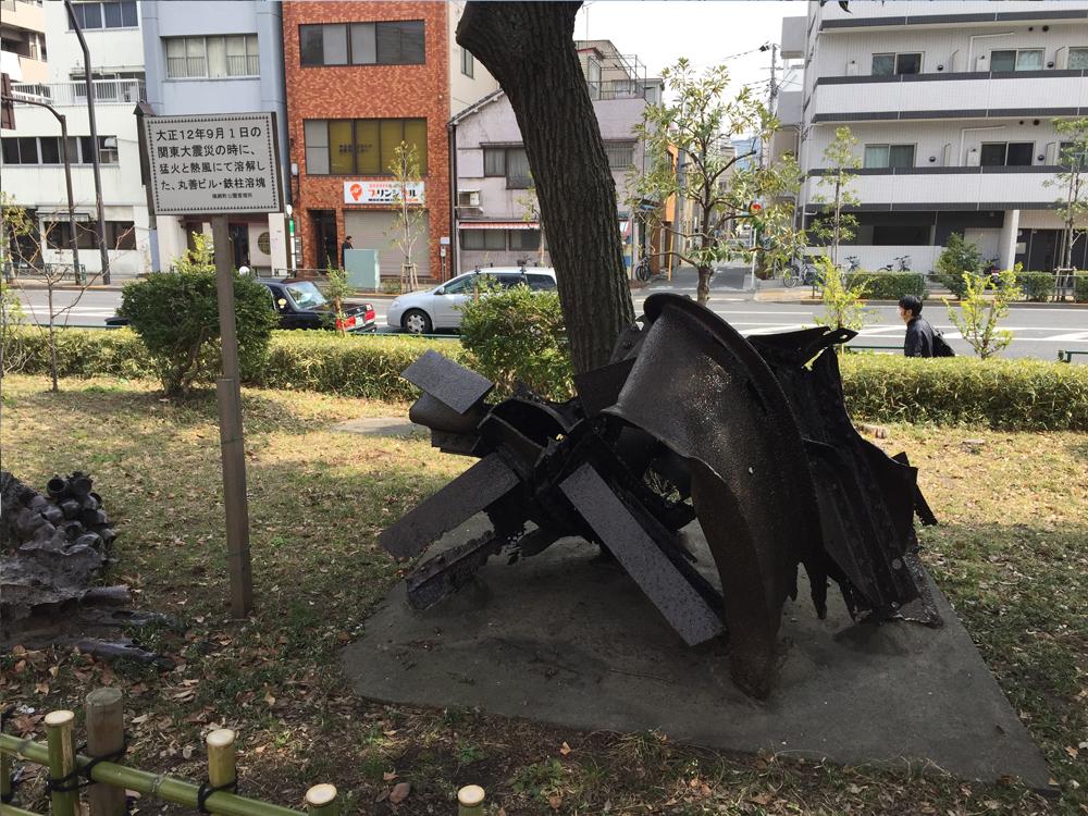 関東大震災の火災で丸ビルの溶けた鉄骨